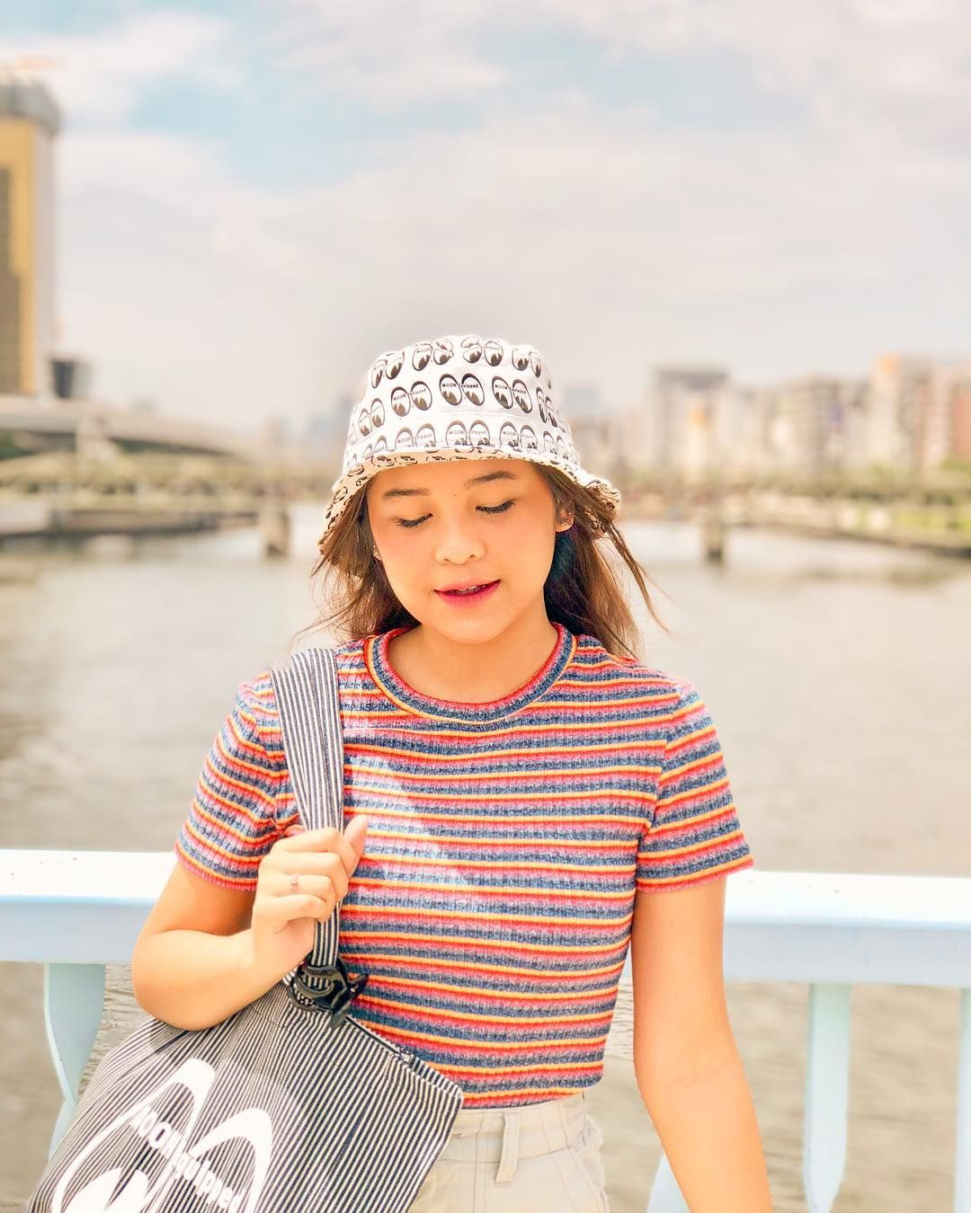 Tiru Cara Selebgram Indonesia Saat Pakai Bucket Hat