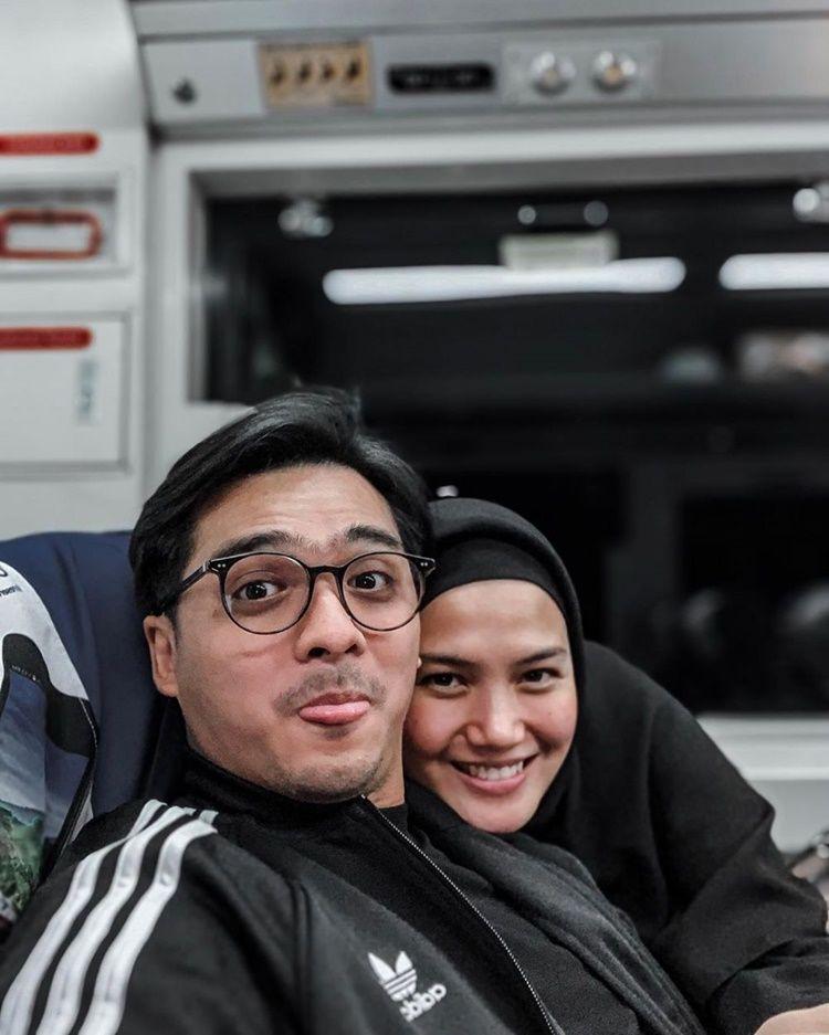 Punya 3 Anak, 10 Momen Ricky Harun dan Herfiza Ini Bak Masih Pacaran
