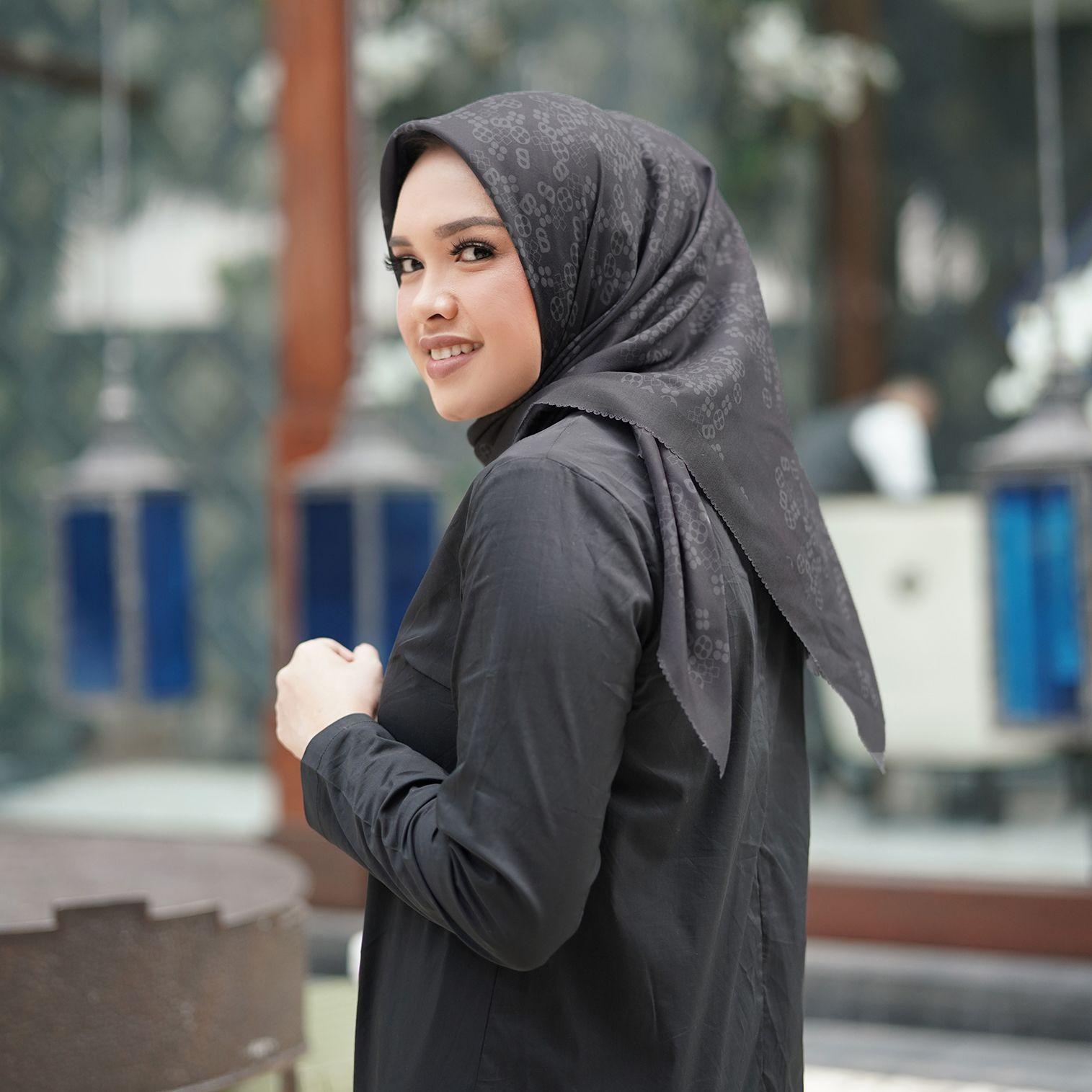 Bahas Brand Lokal: Kerudung Motif untuk Penampilamu yang Makin Cantik