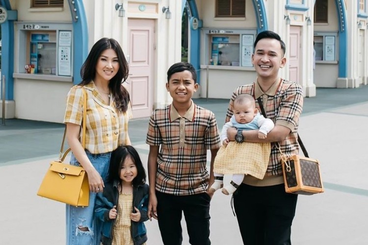 7 Potret Manis Ruben Onsu dan Keluarga, Makin Harmonis!