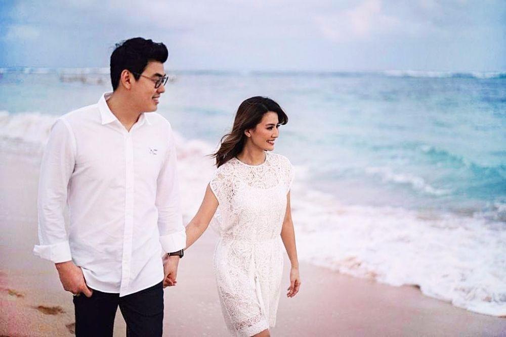 Makin Romantis, Ini 10 Potret Asty Ananta & Suami yang Curi Perhatian