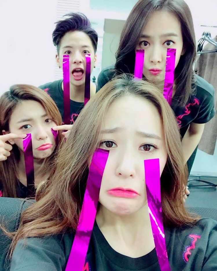 Friendship Goals! Ini 8 Potret Kedekatan Krystal Jung dan Amber 'f(x)'