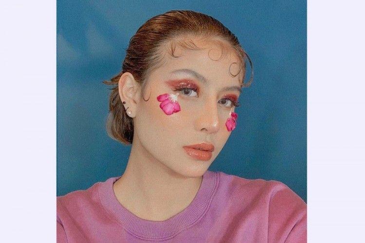 8 Potret Awkarin dengan Gaya Makeup yang Out Of The Box
