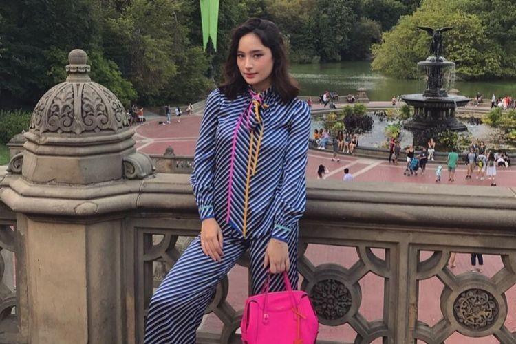 Berapa Harga 1 Look Ini: Tatjana Saphira