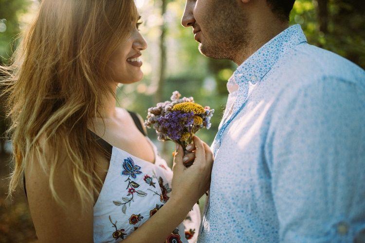 Bukan Materi, 7 Sikap Ini Bikin Perempuan Diam-diam Menyukai Laki-Laki