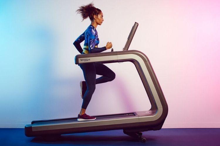 8 Kesalahan Menggunakan Treadmill yang Paling Sering Dilakukan