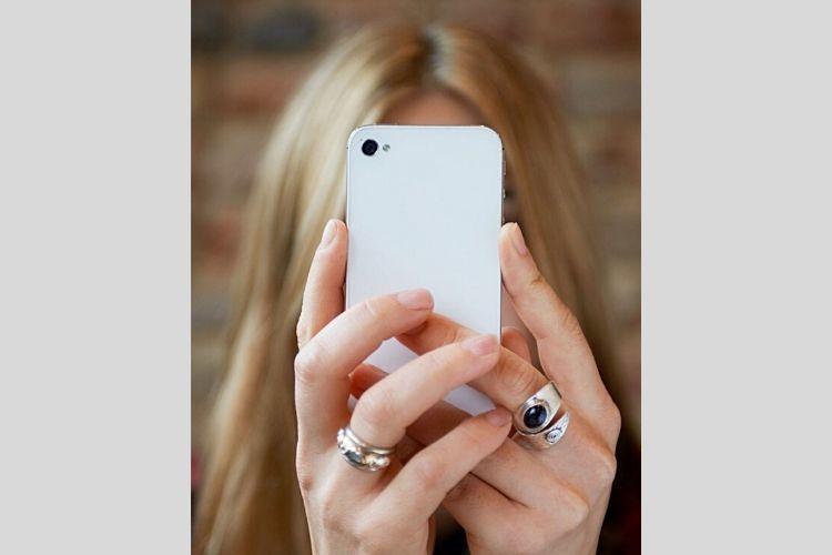 9 Hal yang Terjadi pada Tubuhmu Jika Selalu Berkutat dengan Smartphone