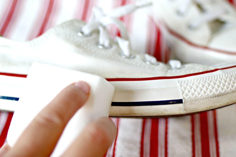 Jangan Salah! Ini Cara Bersihkan Sepatu Putih yang Benar