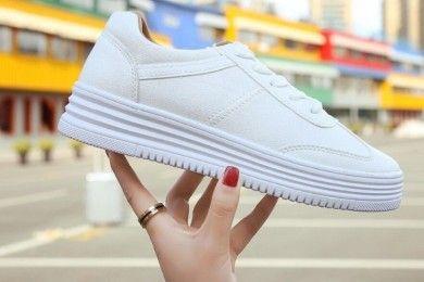 Jangan Salah Ini Cara Bersihkan Sepatu Putih Benar