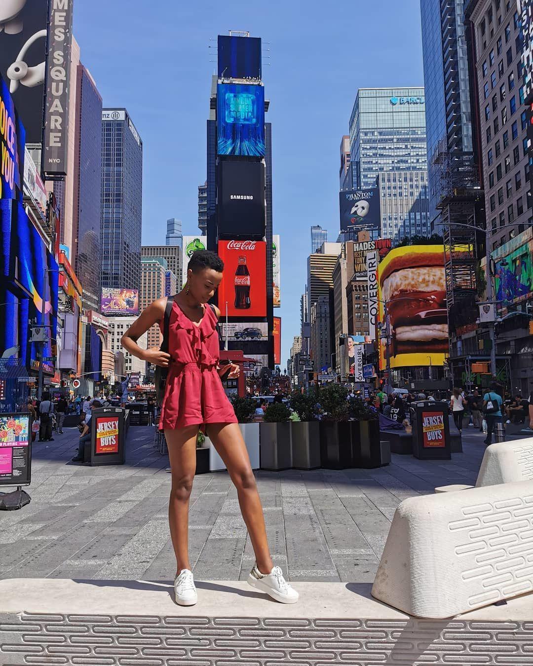 Saat Nggak Pakai Mahkota, Ini Gaya Zozibini Tunzi Miss Universe 2019