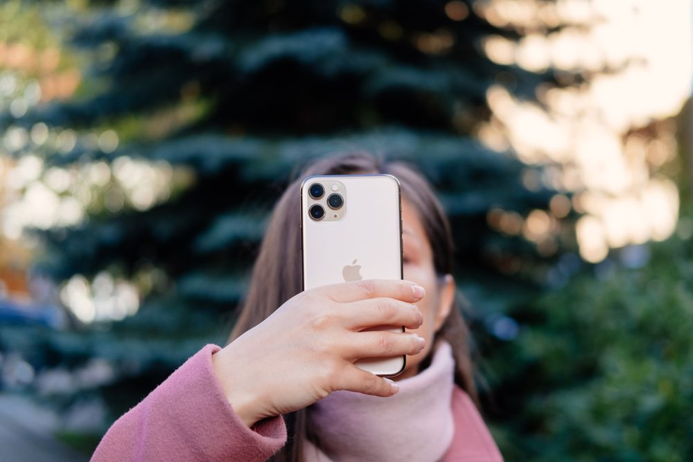 5 Karakter Cewek Pengguna iPhone, Bela Setuju?