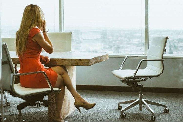 Bukan Cuma Ego, Ini 5 Alasan Pria Lebih Suka Istrinya Nggak Kerja