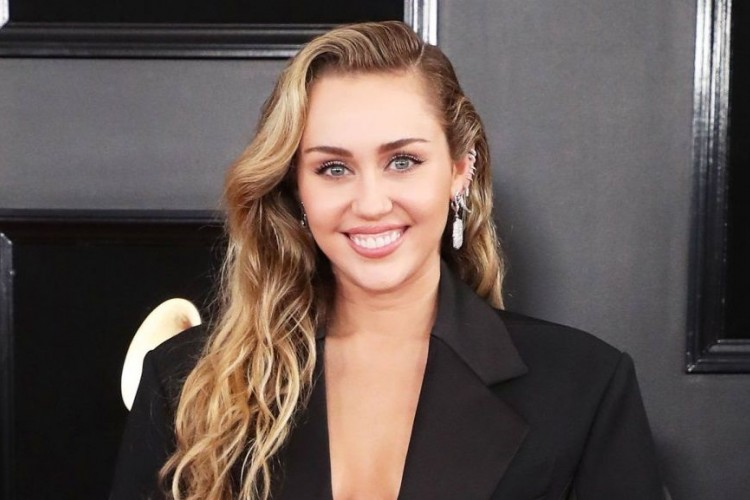 Tato Freedom dan Sindiran Miley Cyrus Pada Liam Hemsworth