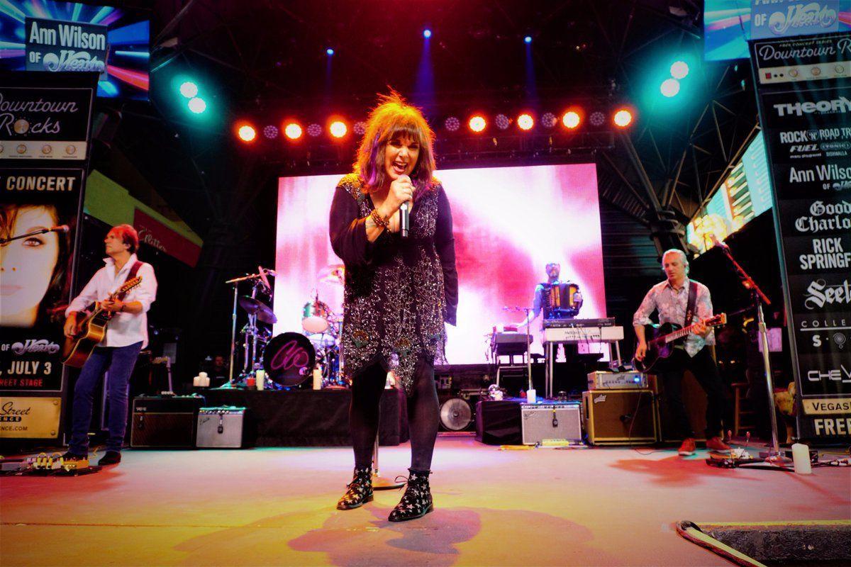 7 Gaya Vokalis Cewek Band Rock 80an yang Ikonik Banget!