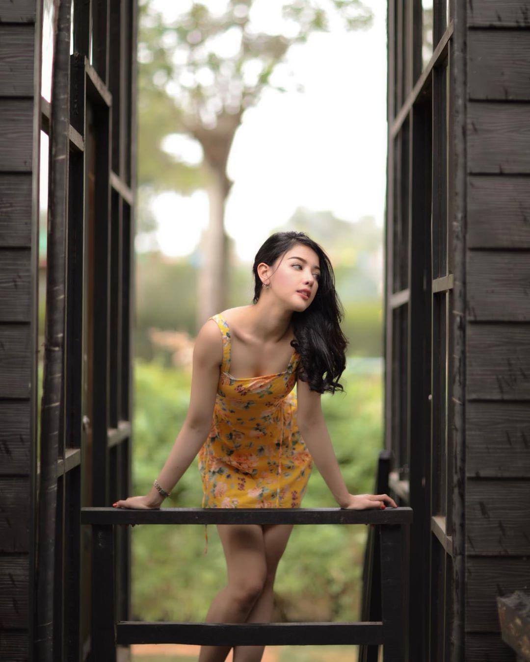Kunci Akun, Ini Gaya Seksi Siwi Sidi Pramugari Viral Garuda Indonesia