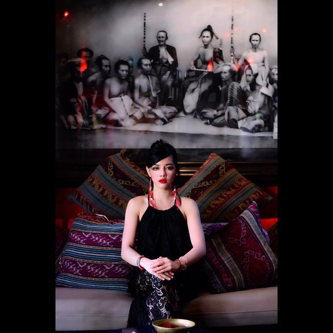 Potret Seksi Siwi Sidi, Pramugari Garuda yang Lagi Viral
