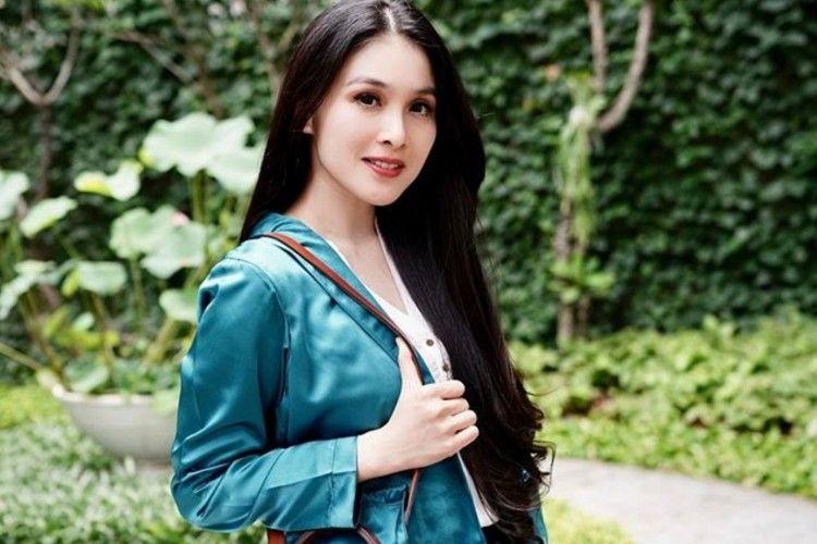 Nggak Seperti Sandra Dewi, 7 Seleb Ini Bangga Pamer Saldo Rekening