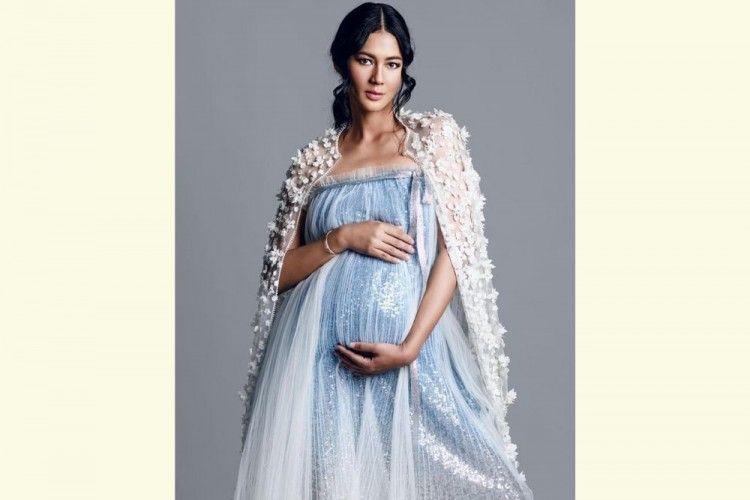 Riasan Flawless Para Seleb Ketika Melakukan Maternity Shoot