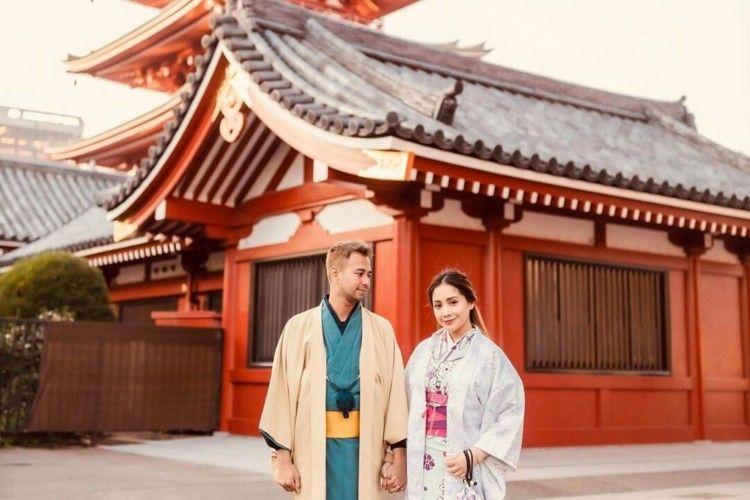 Mesra Abis! Yuk Intip Kemesraan Raffi dan Nagita di Jepang