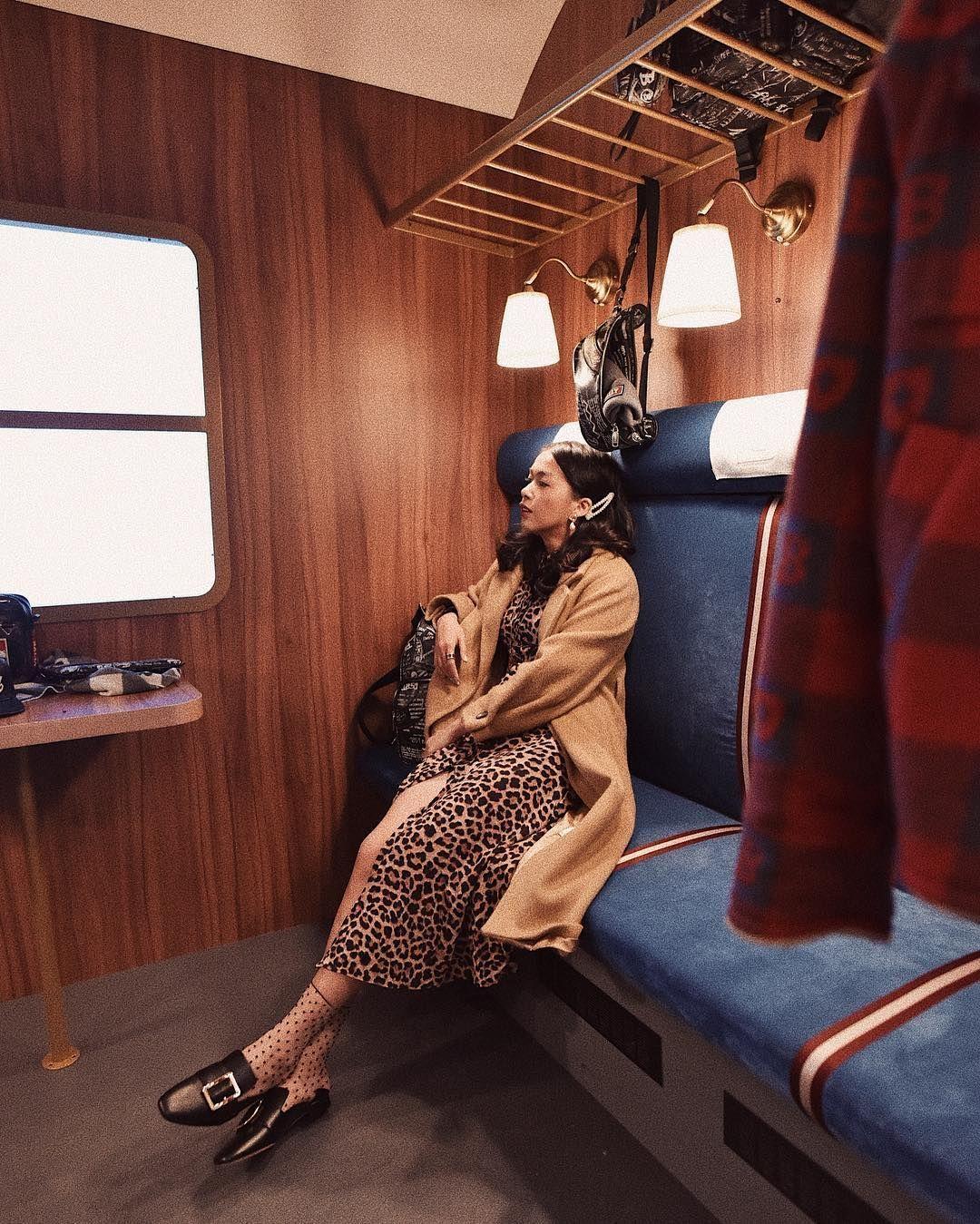 Tiru OOTD a La Selebgram Indonesia Pakai Outfit Warna Cokelat