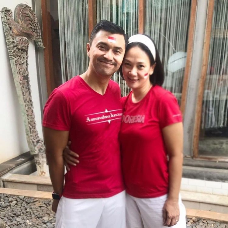 20 Tahun Menikah, Ini 10 Potret Romantis Anjasmara dan Dian Nitami