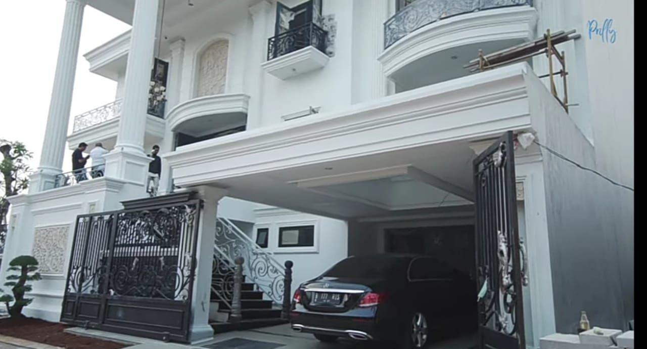 Punya 4 Lantai, Ini 20 Potret Rumah Super Mewah Prilly Latuconsina!