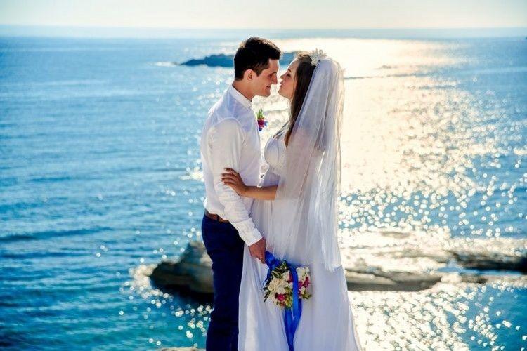 Pertimbangkan 6 Hal Ini Sebelum Menikah dengan Pria Lebih Muda