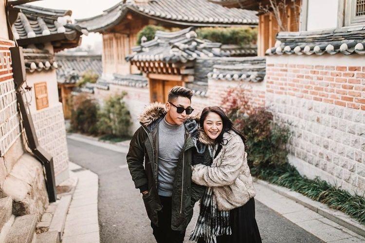 Pernah Kena Nyinyir, 10 Kemesraan Siti Badriah & Suami Setelah Menikah