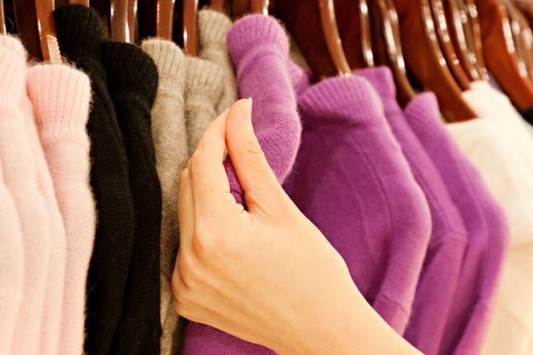 Cara Menghilangkan Lem yang Menempel pada Pakaian
