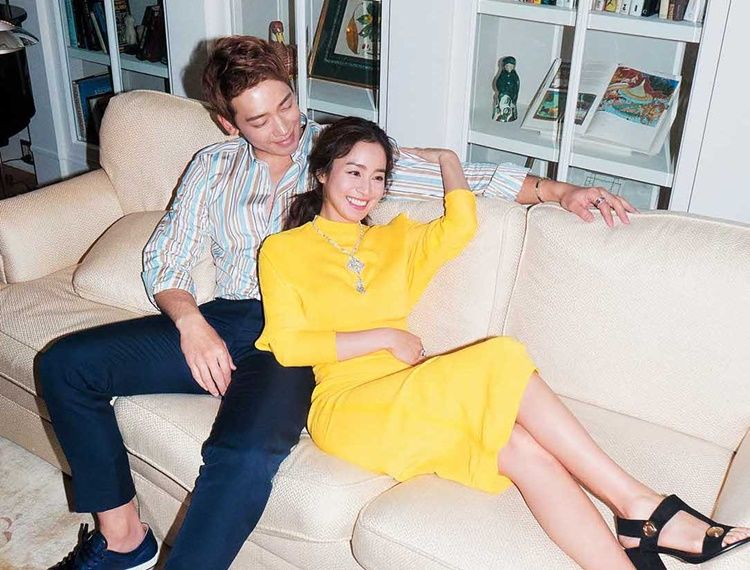 Jarang Umbar Kemesraan, 7 Pasangan Artis Korea Ini Semakin Romantis