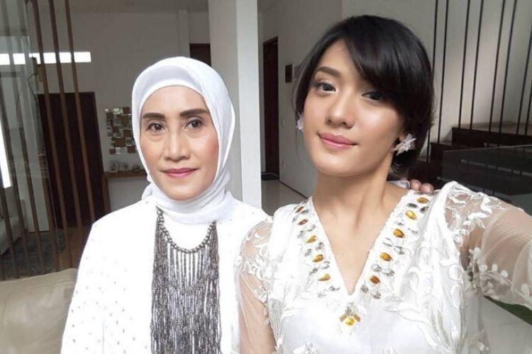Kasih Sepanjang Masa, Intip 10 Potret Hangat Anissa Aziza & Sang Mama