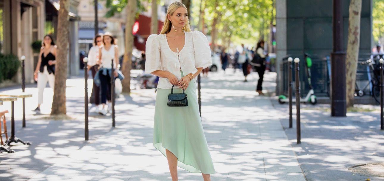 Saatnya Andalkan Slip Skirt untuk OOTD Sehari-hari!