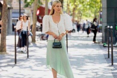 Saat Andalkan Slip Skirt OOTD Sehari-hari