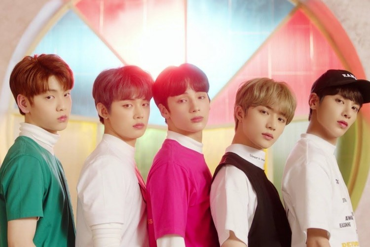 7 Kebiasan Member TXT Ini Ternyata Diturunkan dari Member BTS, Lho