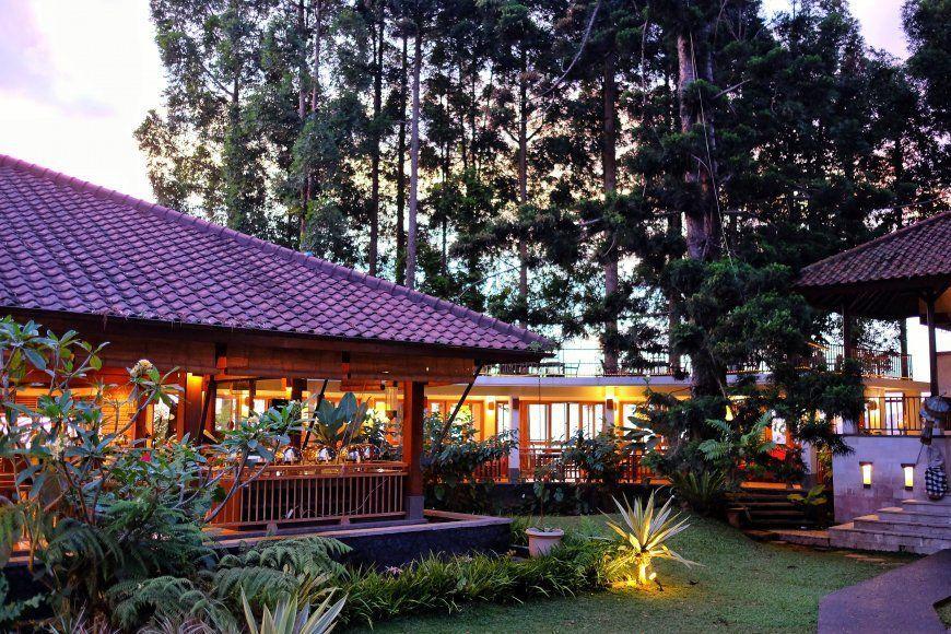 8 Restoran di Puncak Ini Sajikan Pemandangan Oke dan Makanan Lezat