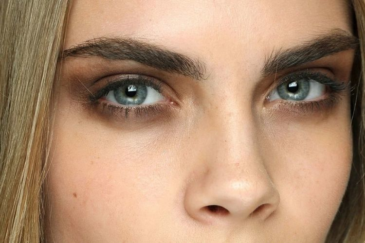 Dari Lipstik Pink Hingga Mata Merah, Ini Tren Makeup yang Bisa Dicoba