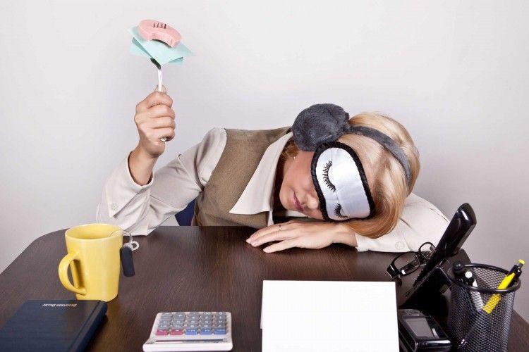 7 Alasan Kenapa Kamu Selalu Merasa Lelah dan Ngantuk Sepanjang Hari