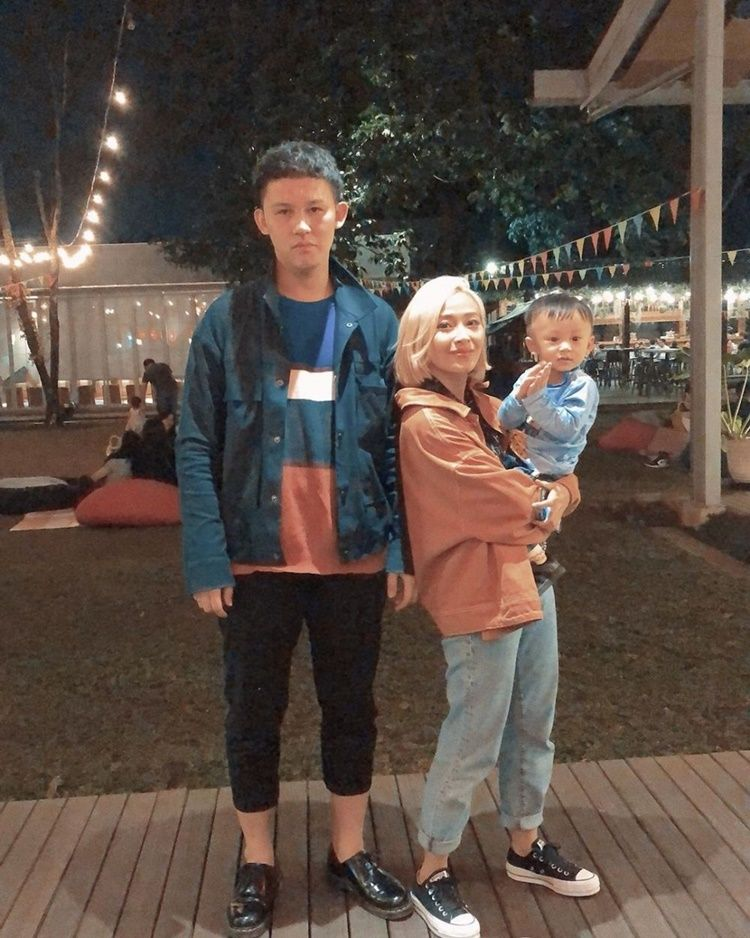 12 Potret Harmonis Keluarga Rinni dan Jevin Julian, Family Goals!