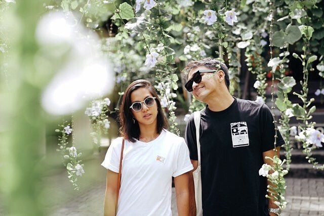 Menikah, Ini 10 Potret Kemesraan Dipha Barus dan Vanessa Budihardja