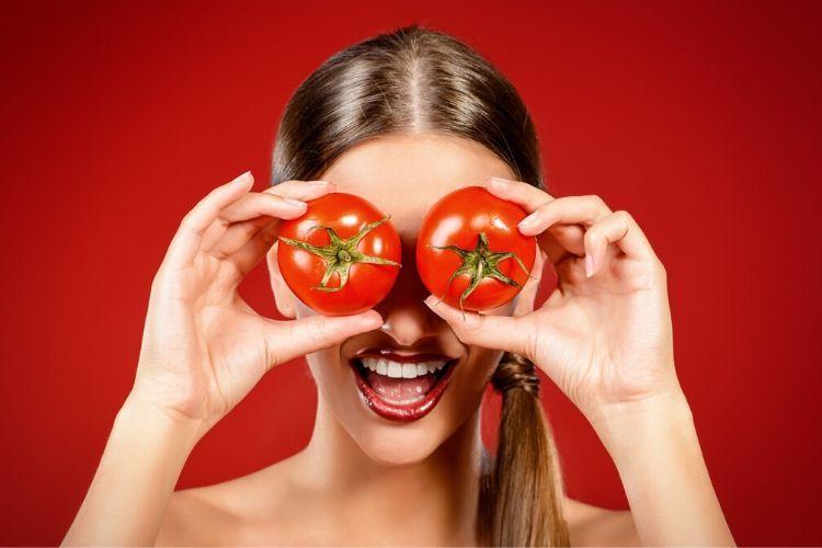 Atasi Jerawat Hingga Kulit Kusam, Ini 11 Cara Membuat Masker Tomat