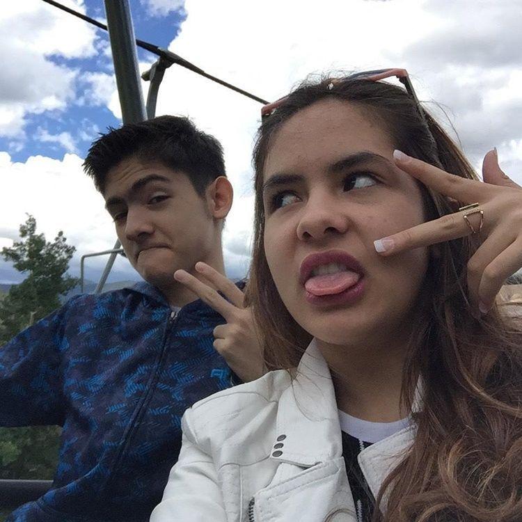 Lengket Bak Pacaran, Ini 11 Foto Kedekatan Steffie Zamora dan Kakaknya