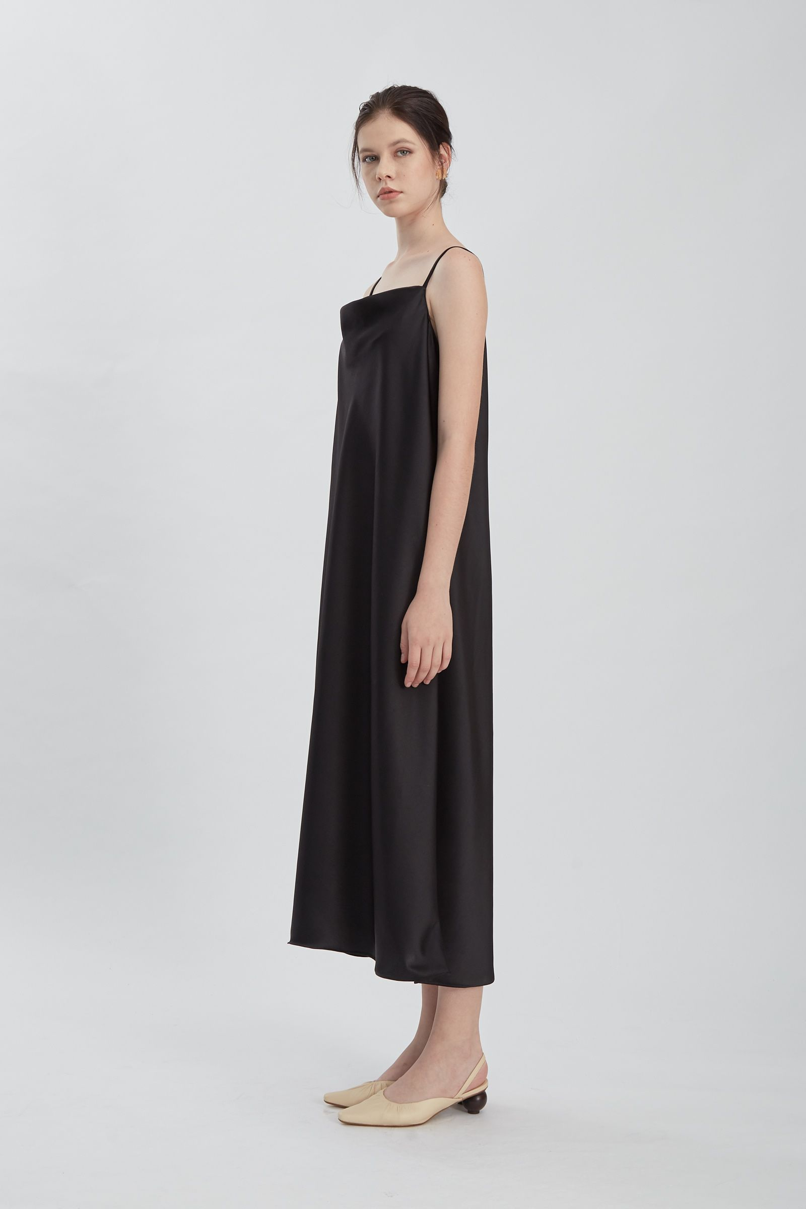 #PopbelaOOTD: Dress Hitam ini Buatmu Terlihat Makin Seksi!