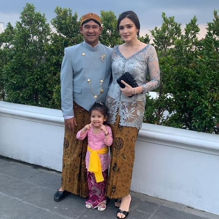 10 Potret Mesra Yasmine Wildblood dan Suami, Panutan Pasangan Muda!