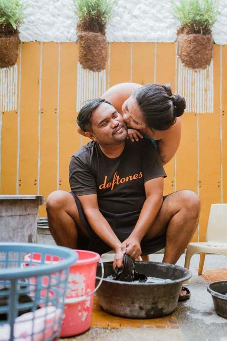 Gemas! 9 Foto Pre-Wedding Ini Gambarkan Kehidupan Pasutri Usai Menikah