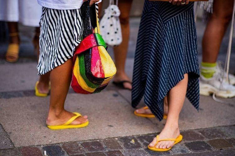 Begini Tips Tampil Modis dengan Sandal Jepit