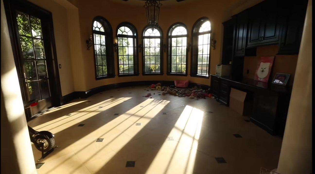 Lengkap Seperti Mall, Ini 20 Potret Kemewahan Rumah Baru Jeffree Star