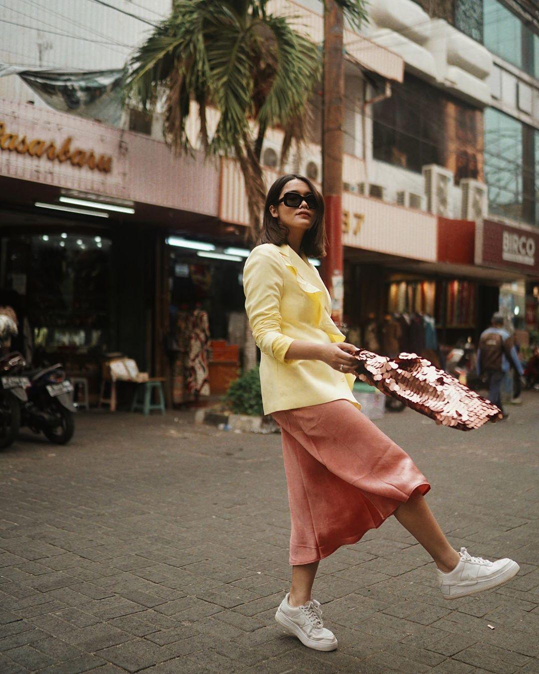 Gaya Selebgram Indonesia yang Makin Standout dengan Color Block!