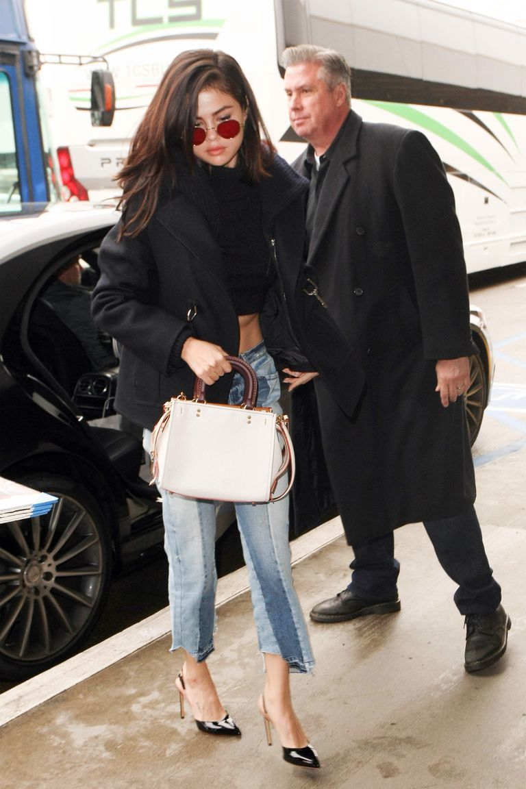 Tips Tampil Keren Pakai Celana Jeans a La Selena Gomez