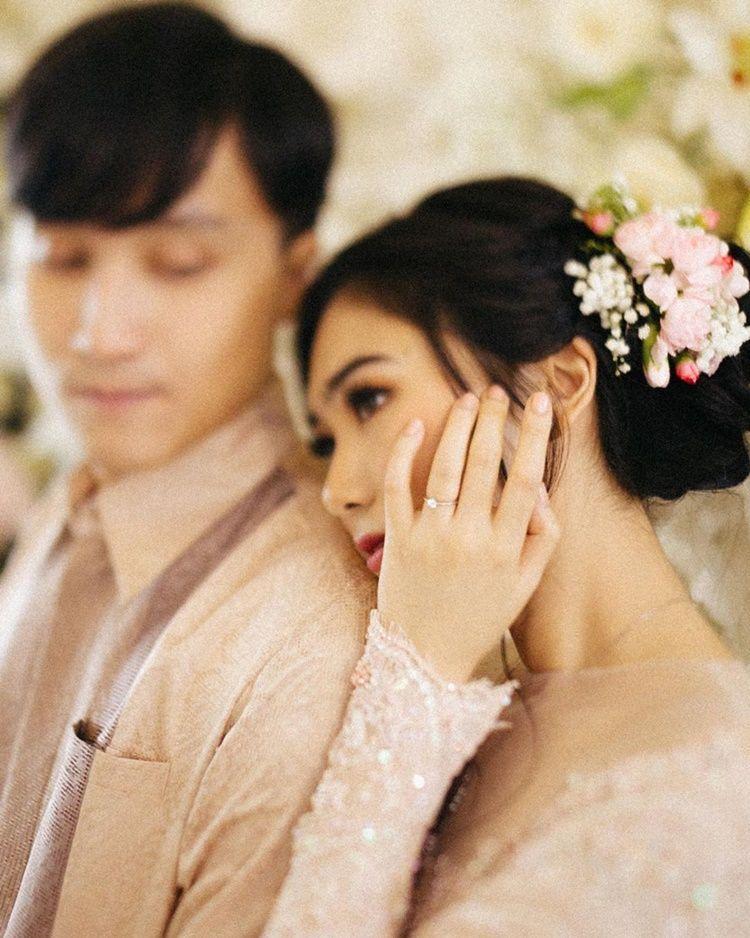 Sembunyikan Kisah Asmara, 5 Seleb Ini Tiba-Tiba Lamaran & Menikah