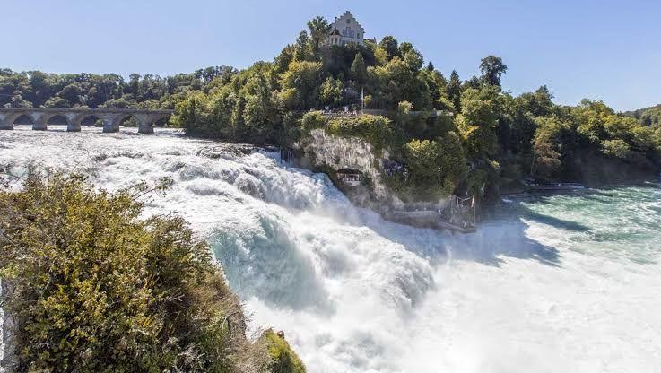 6 Air Terjun Menakjubkan yang Layak Masuk ke dalam Wishlist Liburanmu
